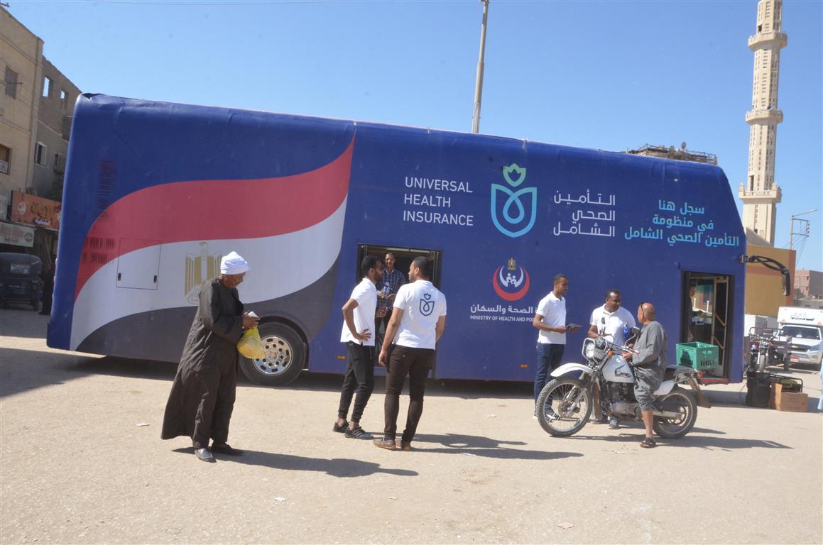 مدير صحة إسنا سيارة التأمين الصحي الشامل سجلت 150 مواطن خلال 24 ساعة (1)
