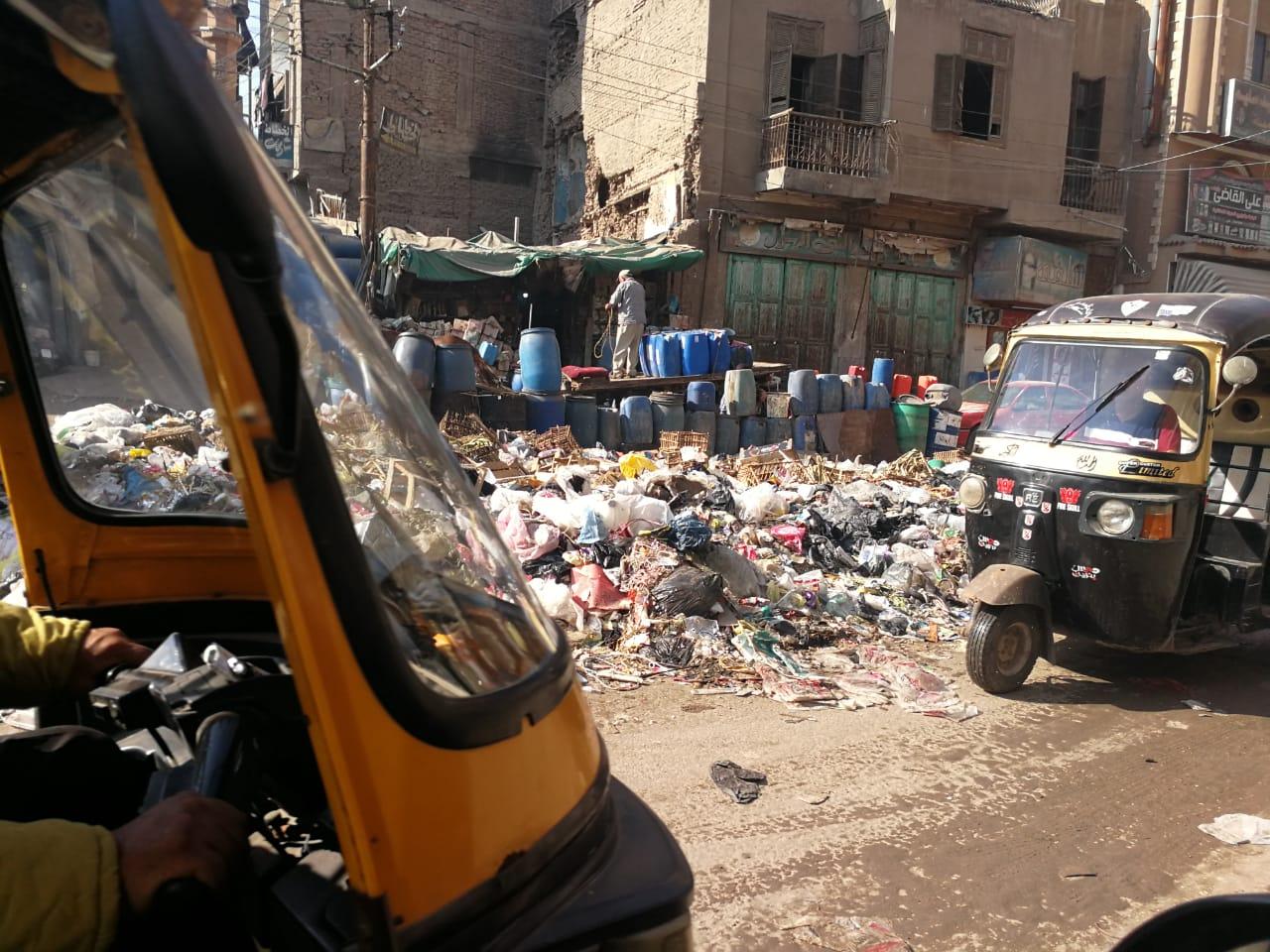 القمامة تحاصر ميدان المحجوب (3)