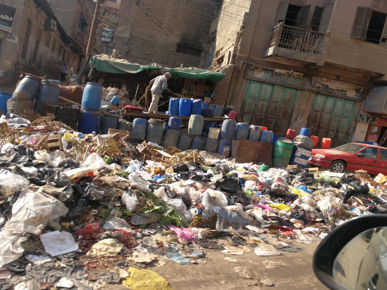 القمامة تحاصر ميدان المحجوب (2)