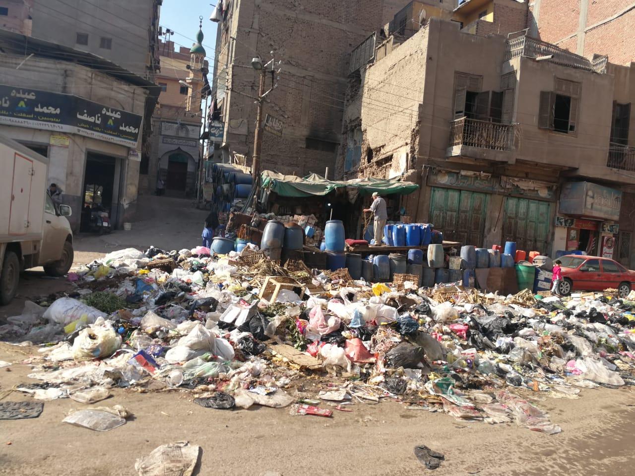 القمامة تحاصر ميدان المحجوب (4)