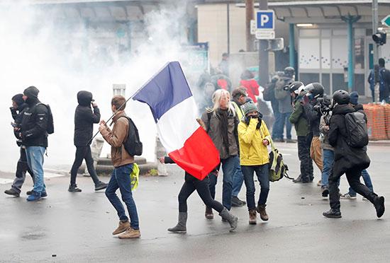 احتجاجات أصحاب السترات الصفراء فى فرنسا