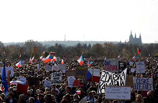 مطالبات بتنحى رئيس الوزراء التشيكى