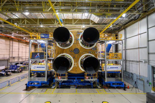 محركات الصاروخ الاربعة
