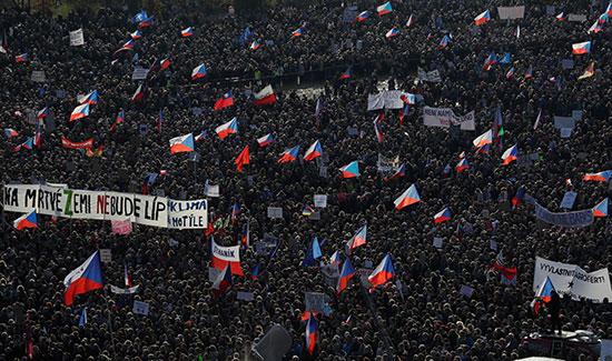 الاعلام التشيكية تزين احتجاجات ضد الحكومة