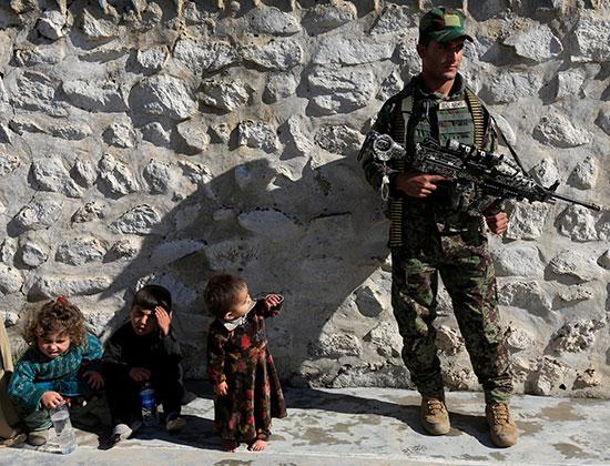 قوات-الأمن-الافعانىو-أطفال-تابعين-لداعش