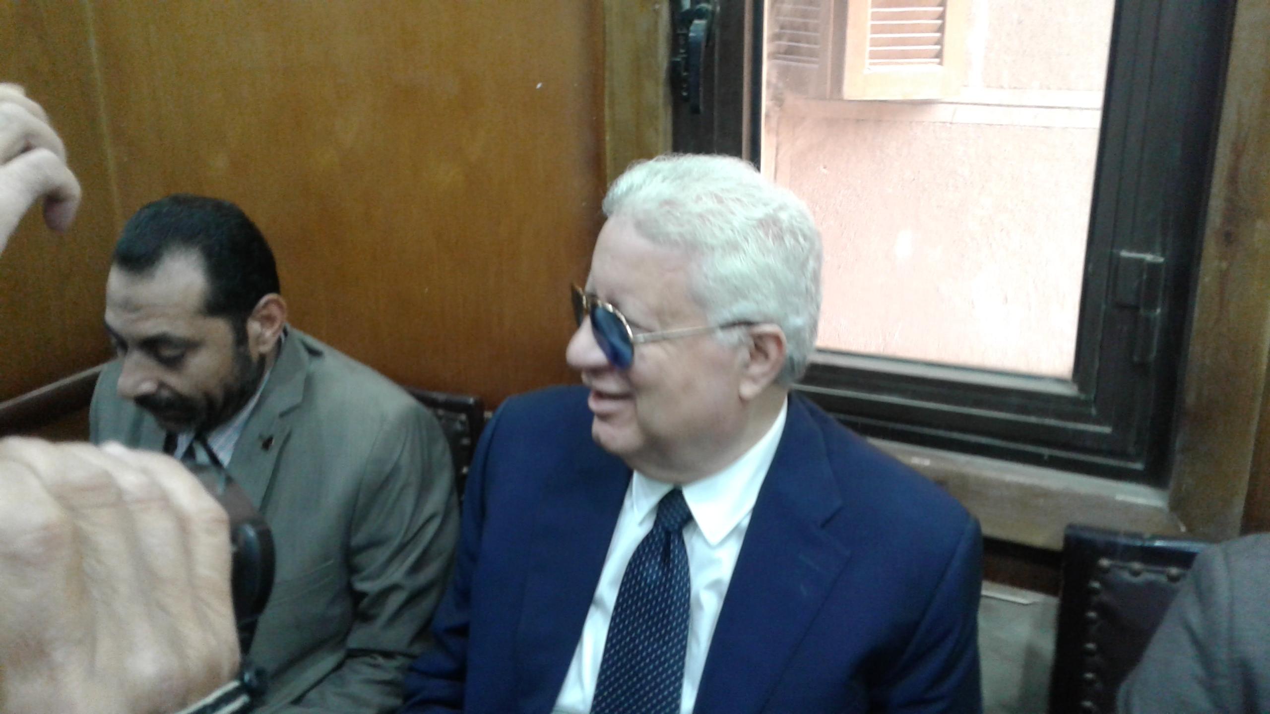 وصول مرتضى منصور لمحكمة شبين الكوم (7)