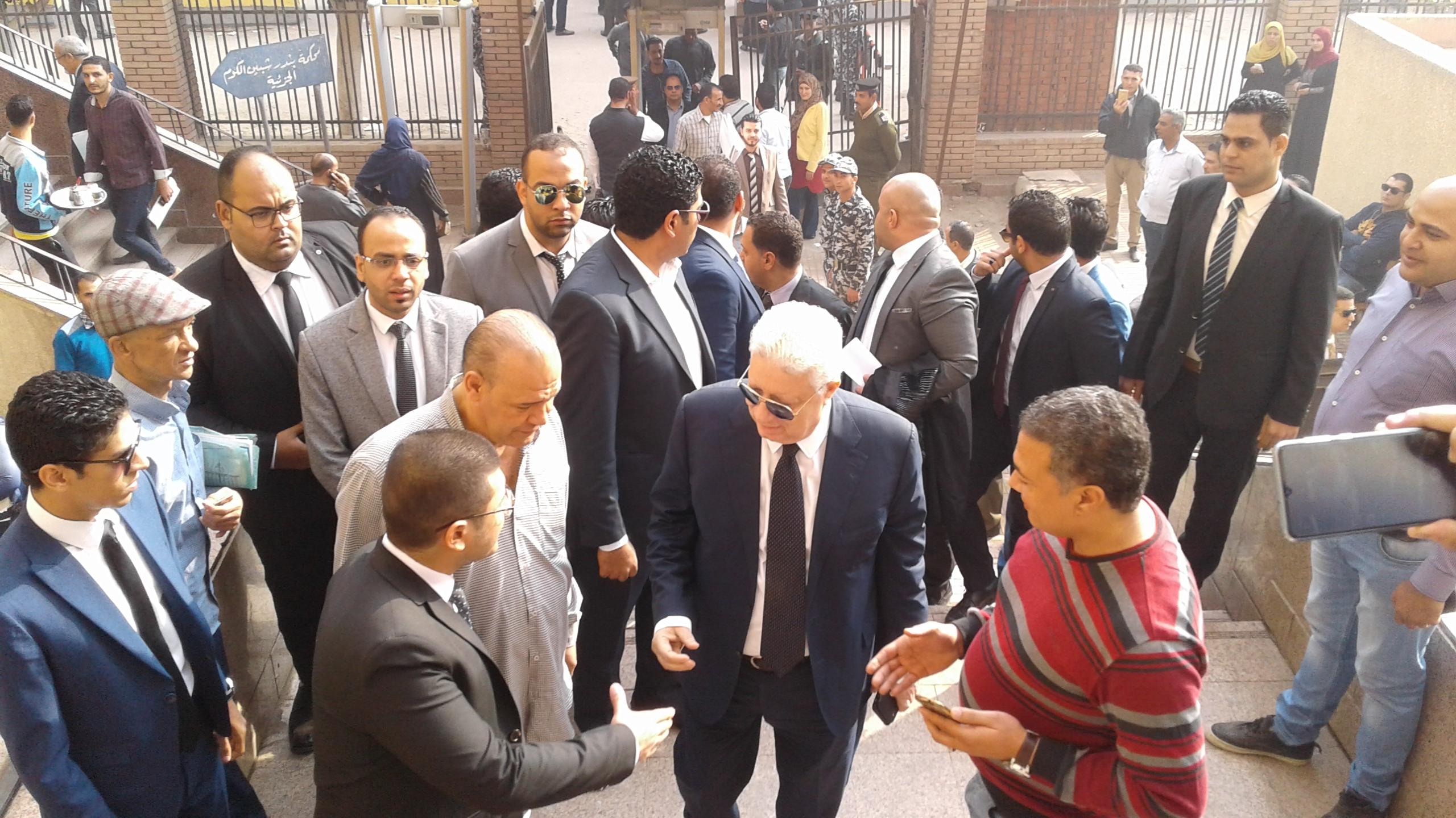 وصول مرتضى منصور لمحكمة شبين الكوم