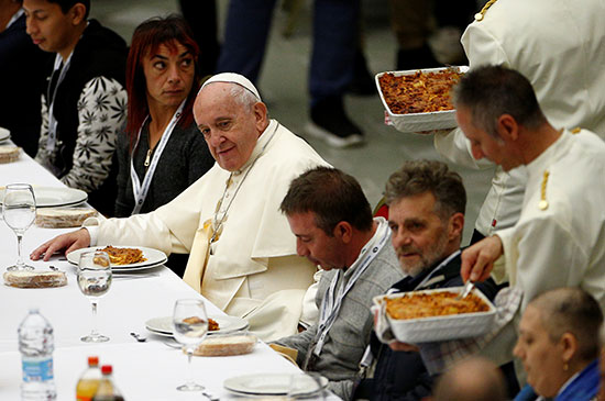احتفال الكنيسة الكاثوليكية باليوم العالمي للفقراء