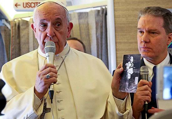 البابا فرانسيس يلقى كلمة أثناء الاحتفال