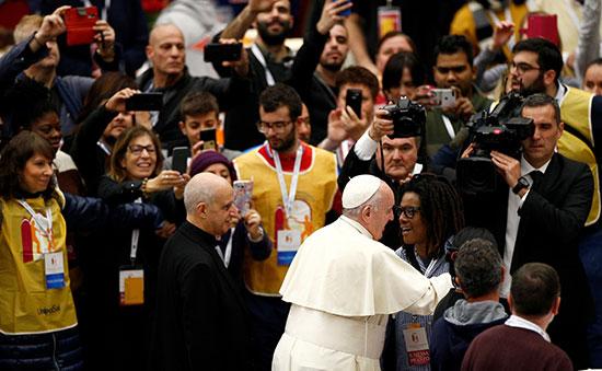 بابا الفاتيكان يرحب بضيوفه من الفقراء والمشردين