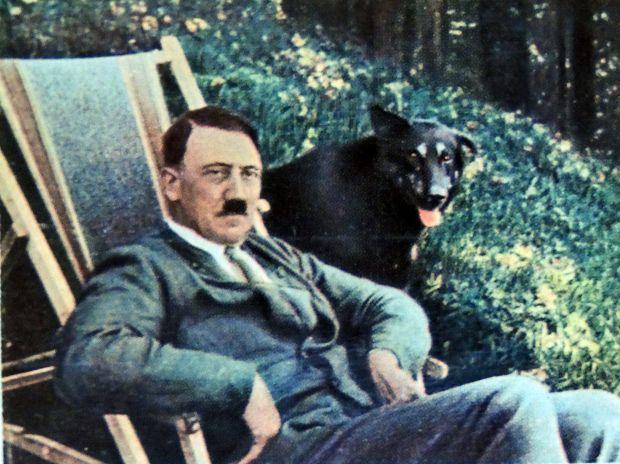 هتلر فى الحديقة
