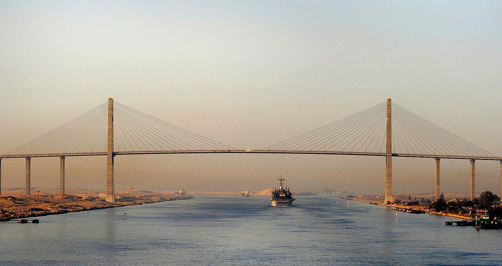 كوبري السلام للسيارات العابر لقناة السويس