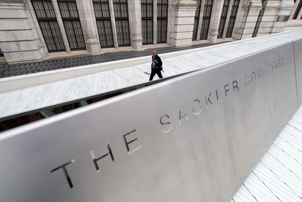 اسم ساكلر يزين المتحف