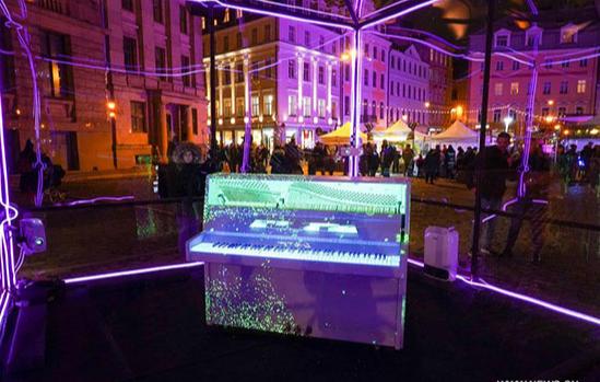 استخدام الأنوار ضمن فعاليات المهرجان
