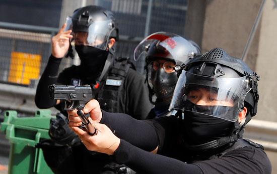 جانب-من-قوات-الشرطة-بهونج-كونج