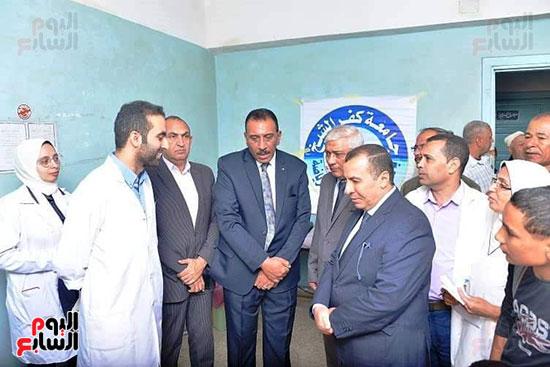 رئيس-جامعه-كفر-الشيخ-مع-رؤساء-اتحاد-الطلاب-(6)