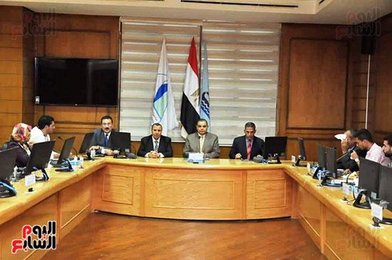 رئيس-جامعه-كفر-الشيخ-مع-رؤساء-اتحاد-الطلاب-(5)