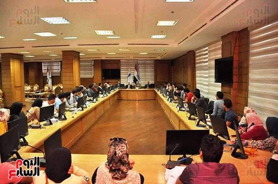 رئيس-جامعه-كفر-الشيخ-مع-رؤساء-اتحاد-الطلاب-(7)