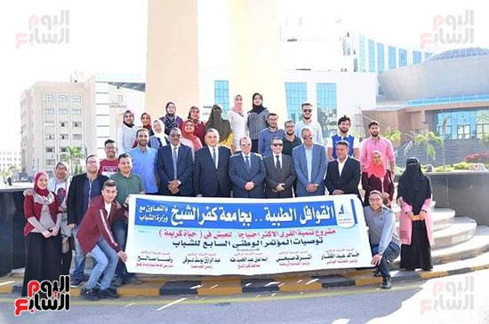 رئيس-جامعه-كفر-الشيخ-مع-رؤساء-اتحاد-الطلاب-(2)