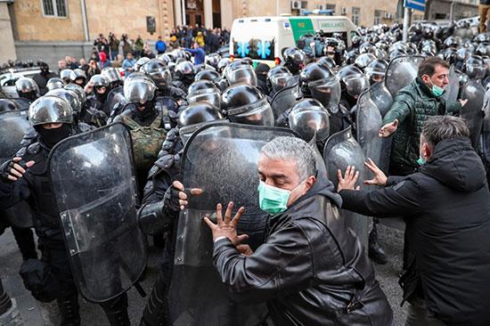 اشتبكت شرطة مكافحة الشغب مع المتظاهرين