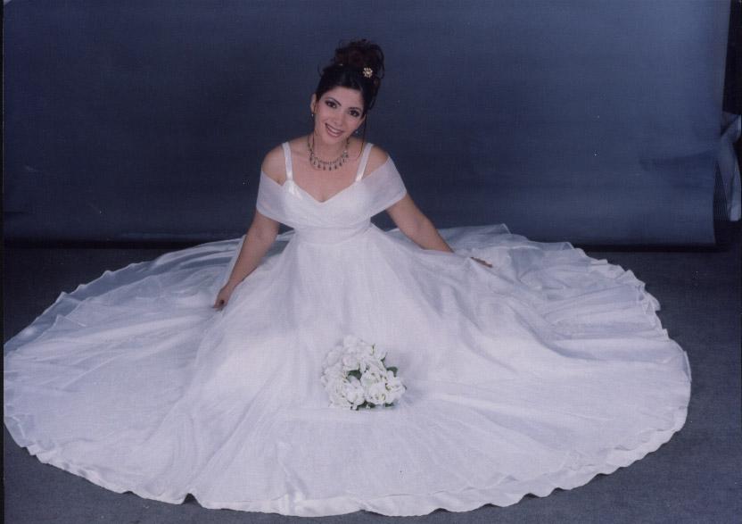 منى زكى فى حفل زفافها