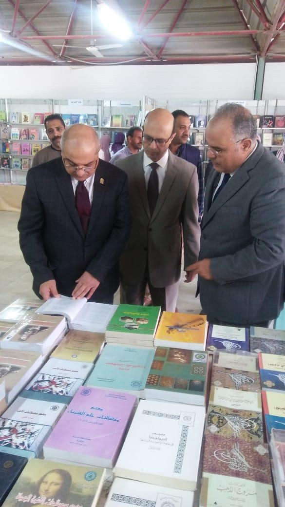 معرض الكتاب بجامعة اسيوط (2)