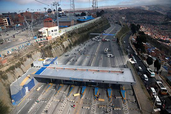 أنصار موراليس يقطعون طريقا رئيسيا