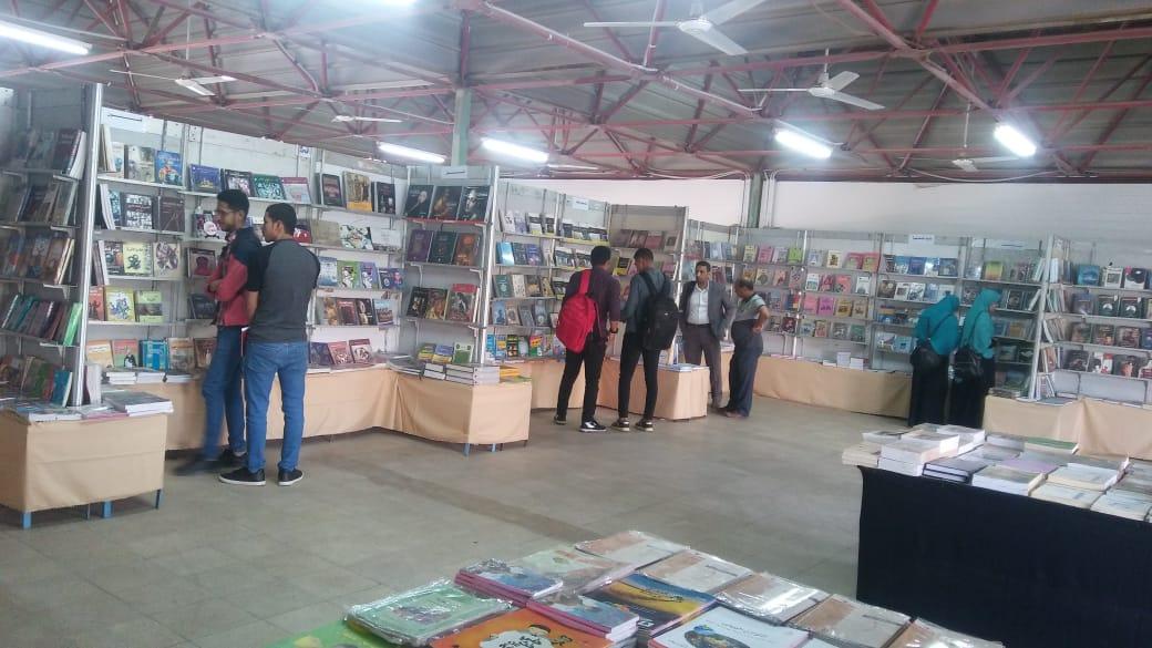 معرض الكتاب بجامعة اسيوط (1)