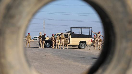 قوات الأمن بالقرب من ميناء خور الزبير بالبصرة