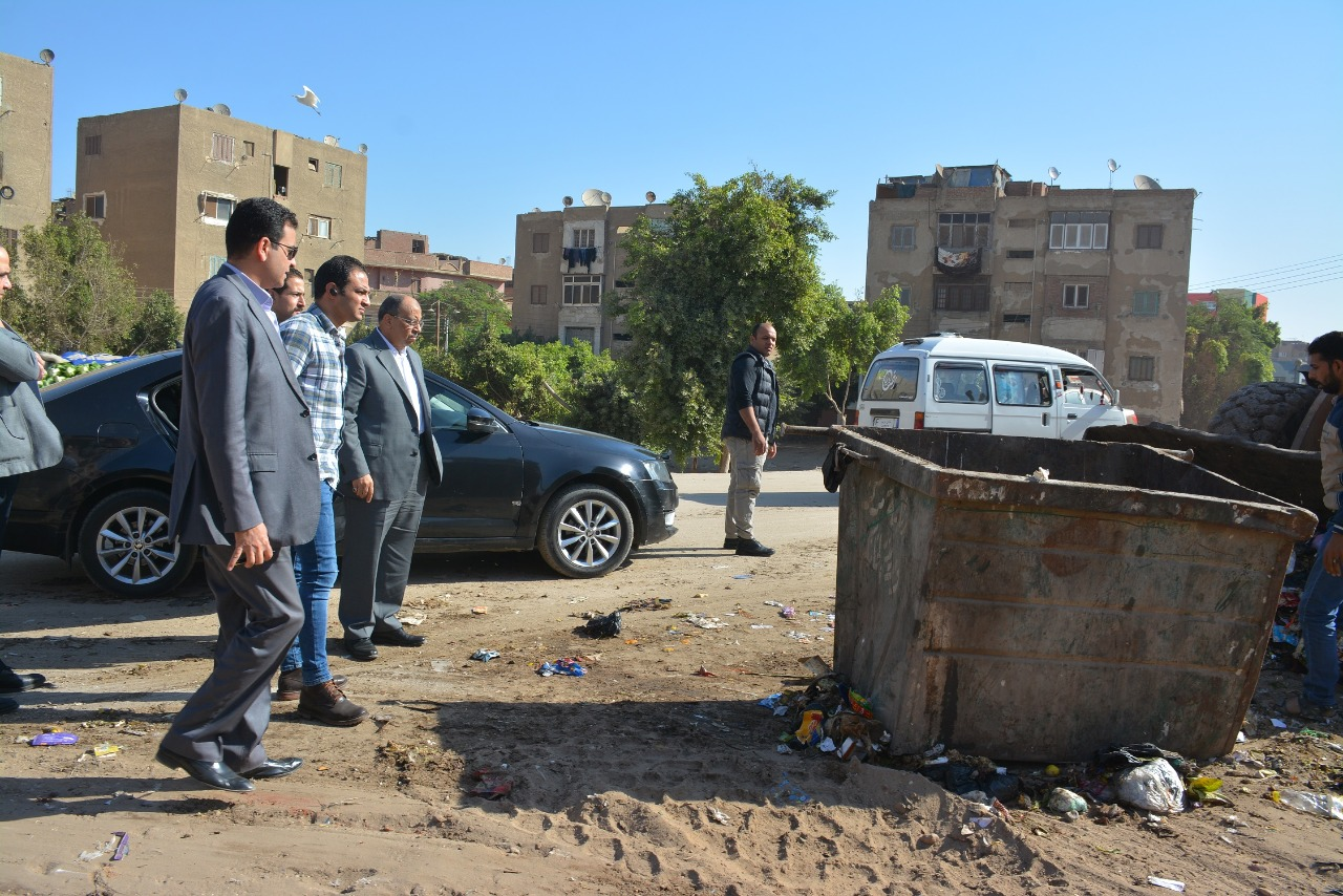 اللواء محمود شعراوى وزير التنمية المحلية خلال جولة فى الخانكة
