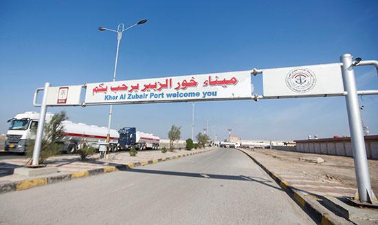 ميناء خور الزبير بعد أن أغلق المحتجون مدخله