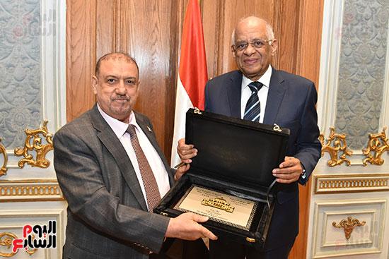 الدكتور على عبد العال رئيس مجلس النواب وسلطان سعيد المراكبى رئيس مجلس النواب اليمنى (13)