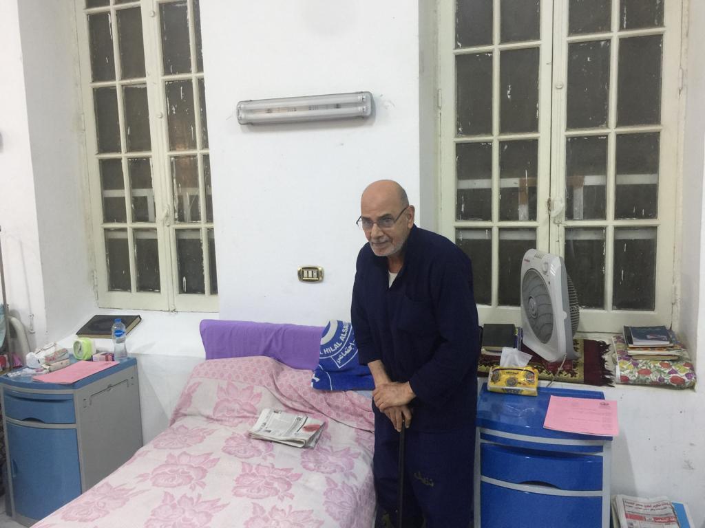مرضى داخل مستشفى السجن (1)