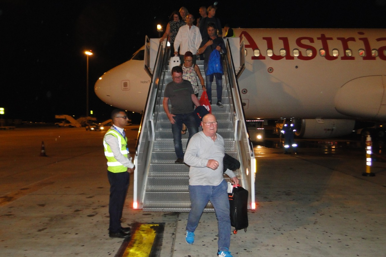 وصول اول رحلة طيران نمساوية لمرسي علم  (10)