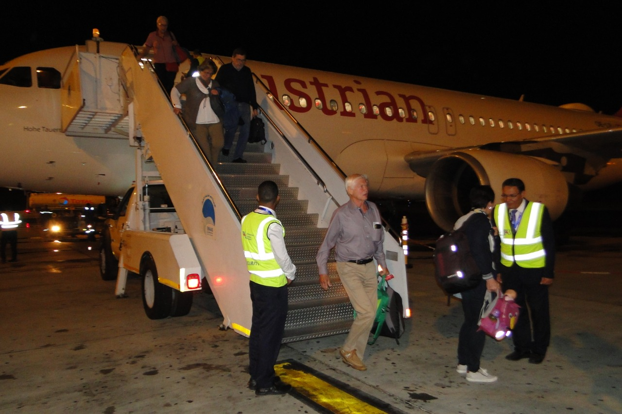 وصول اول رحلة طيران نمساوية لمرسي علم  (1)