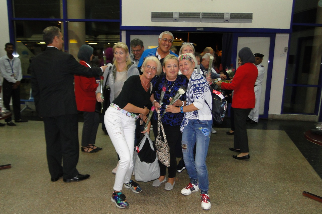 وصول اول رحلة طيران نمساوية لمرسي علم  (5)