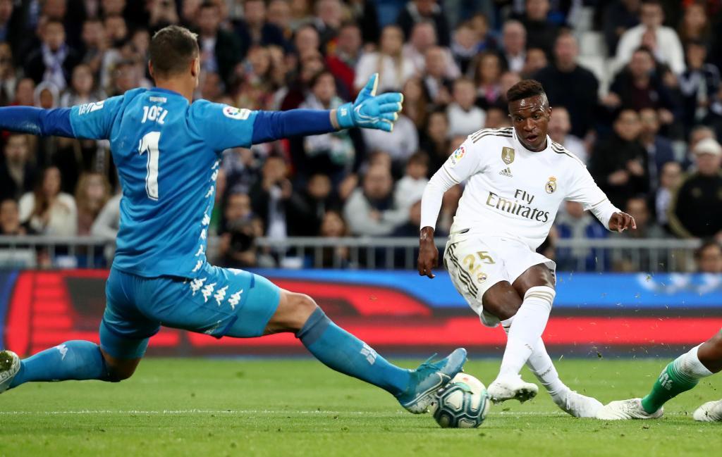 مباراة ريال مدريد وبيتيس (2)