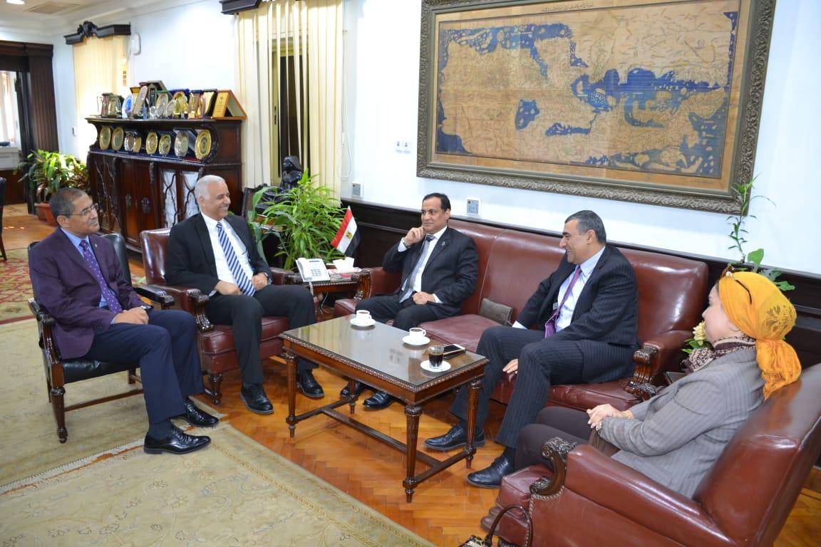 رئيس جامعة الإسكندرية يستقبل لجنة وزارة التعليم العالي لتقييم دور الجامعة فى تطوير العشوائيات (2)