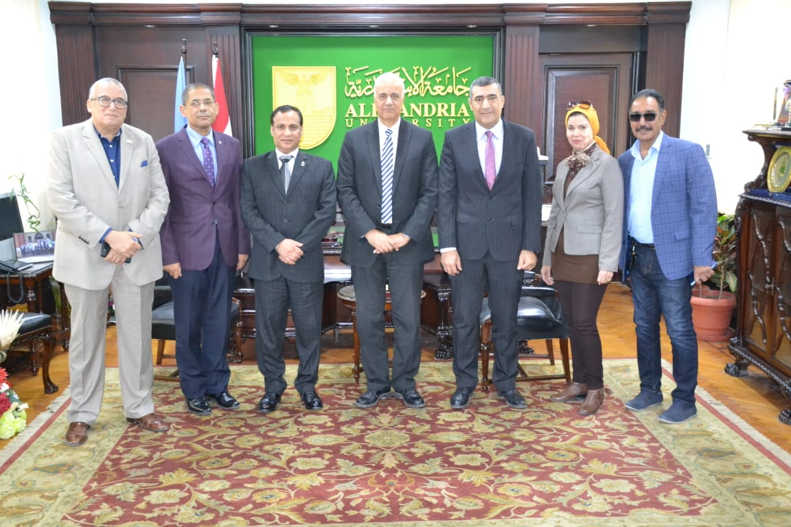 رئيس جامعة الإسكندرية يستقبل لجنة وزارة التعليم العالي لتقييم دور الجامعة فى تطوير العشوائيات (1)