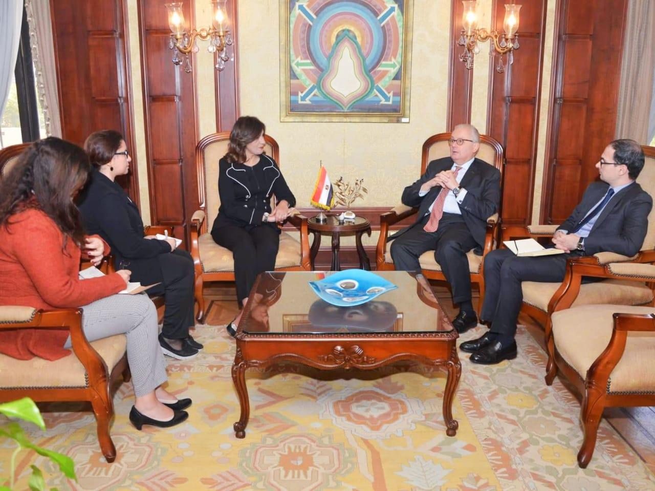 وزيرة الهجرة تلتقي سفير إيطاليا بالقاهرة  (1)