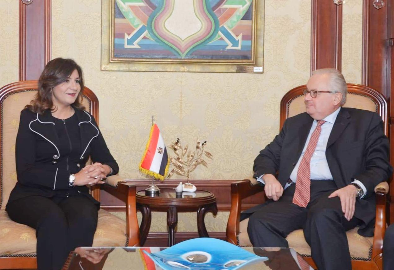وزيرة الهجرة تلتقي سفير إيطاليا بالقاهرة  (3)