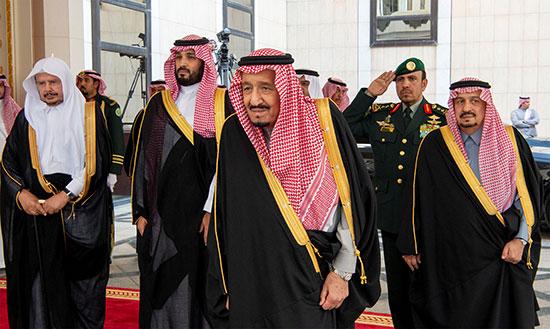 ملك السعودية وولى العهد خلال دخولهما لحضور مجلس الشورى