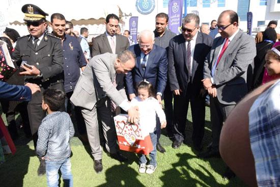 محافظ بورسعيد يشهد احتفال يوم الطفل العالمى (10)