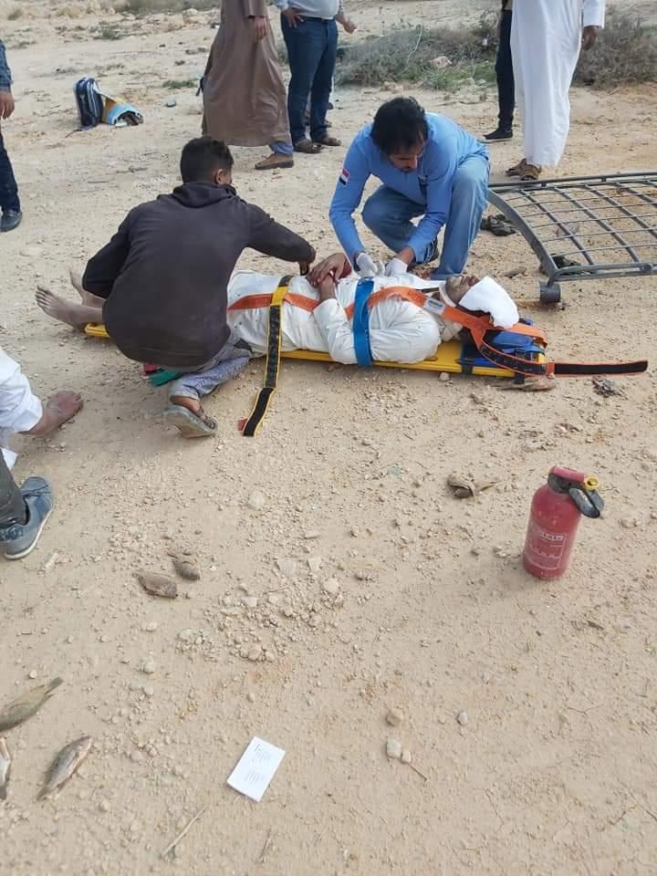 إصابة 11 شخصا في حادث انقلاب سيارة على طريق مطروح (2)