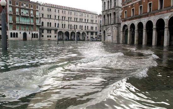 فيضانات-البندقية-(2)