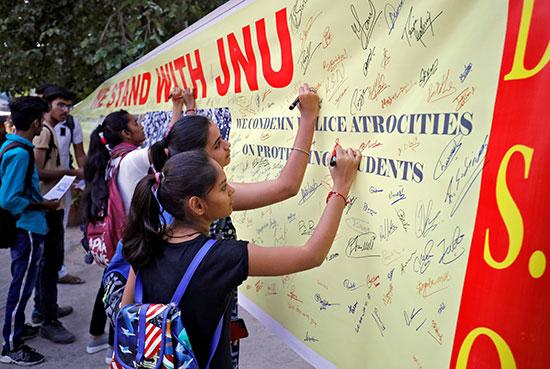 حملة توقيع للطلبة
