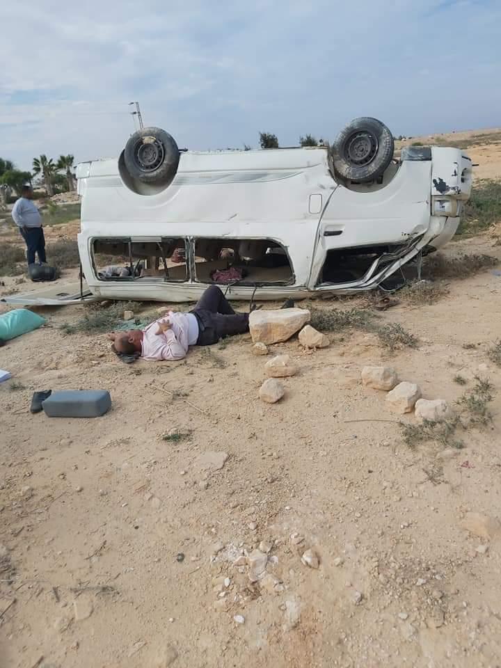 إصابة 11 شخصا في حادث انقلاب سيارة على طريق مطروح (1)