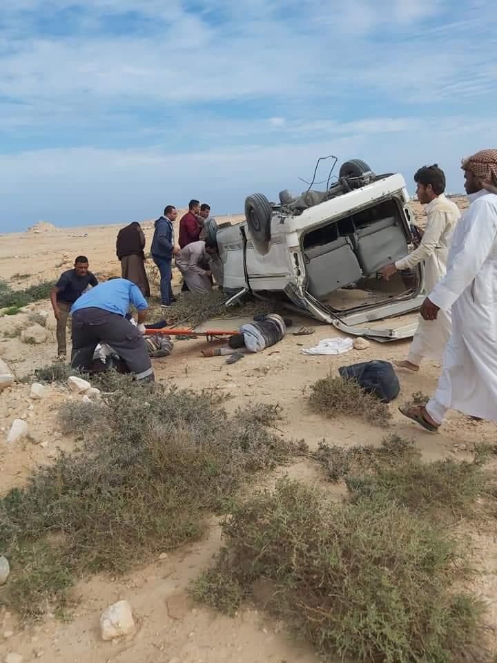 إصابة 11 شخصا في حادث انقلاب سيارة على طريق مطروح (5)