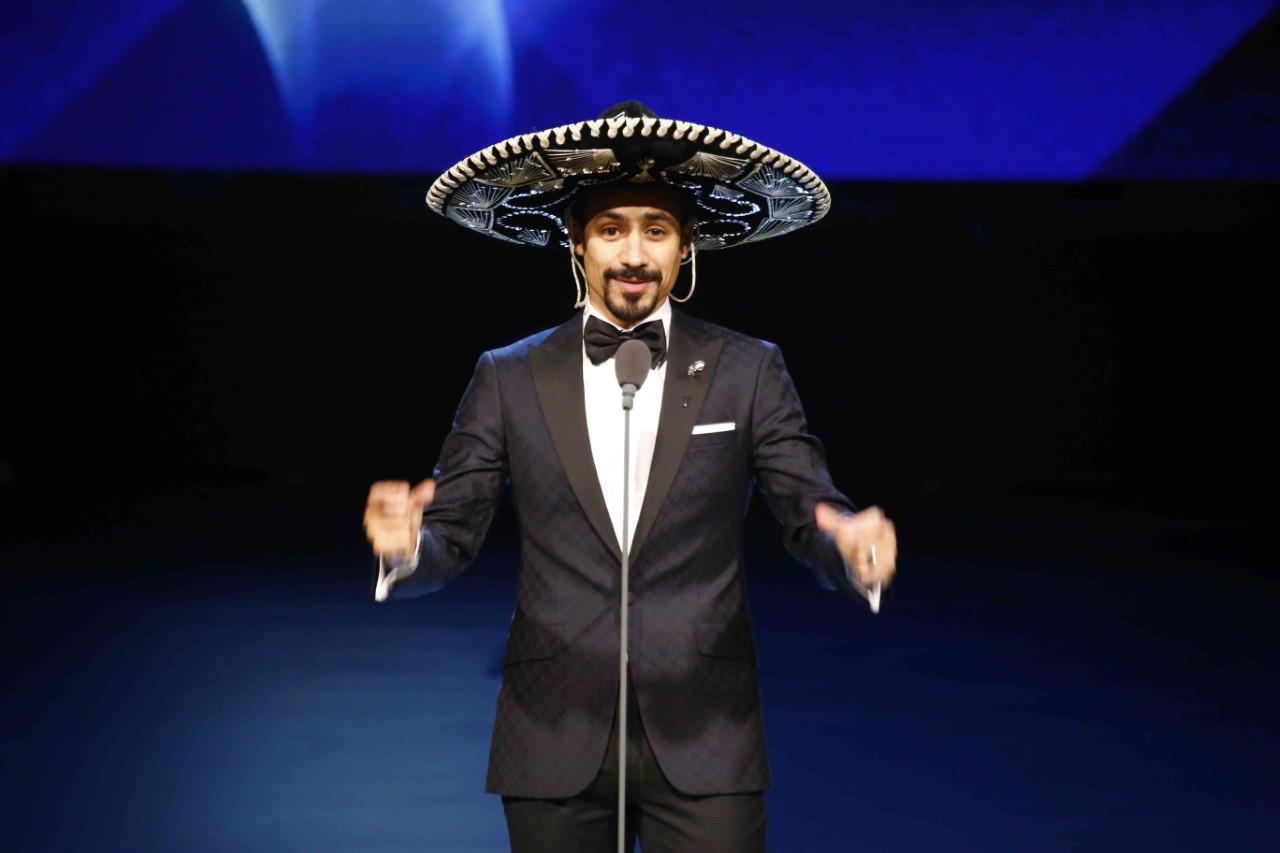 أحمد داوود بالقبعة المكسيسكة