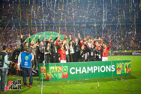 لحظة رفع المنتخب الأولمبى كأس بطولة أمم أفريقيا 2019  (30)